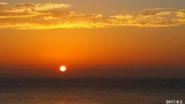 今天早上,近乎完美的太平洋日出,完美的圓!完美的紅!