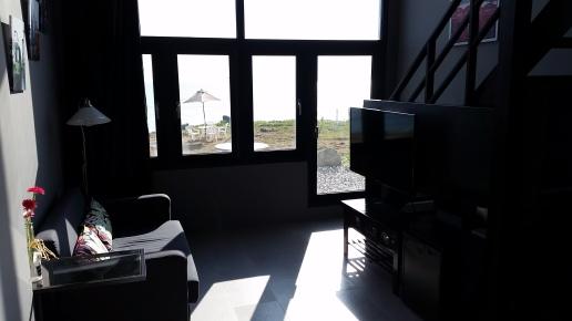 R101客廳看海