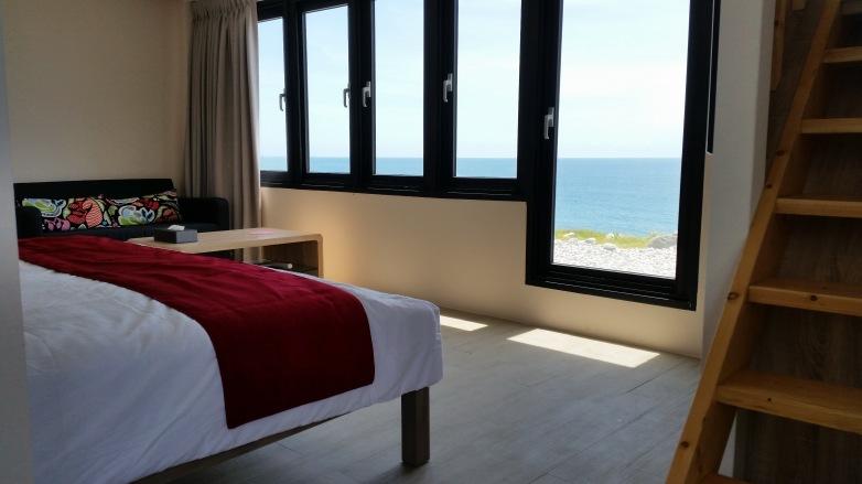 R102客廳看海