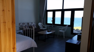 R103客廳看海